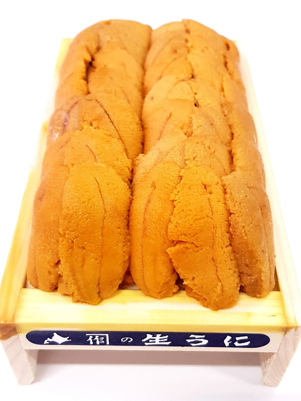 Freshly caught Murasaki uni has a vibrant yellow tint with a soft but creamy texture and a sweet undertones. Its taste is much cleaner and less briny compared to the other unis. This makes it the perfect uni for people new to uni who are keen to experience the taste profile that uni offers.