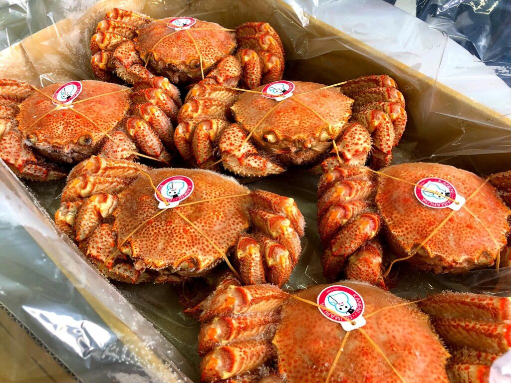 """Frozen Kegani, also known as """"Horsehair Crab"""", are freshly caught on the Hokkaido Coasts. Each crab weighs about 300g.  Different ways you can eat Kegani: As the Kegani has already been pre-boiled, it can be eaten as it is after defrosting. It can also be used steamboat."""